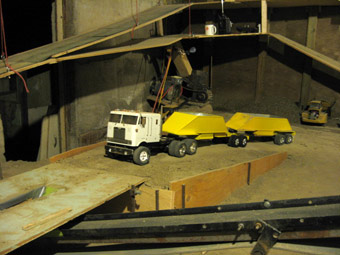 Rc Truck3e as well Dgrieve likewise Mack Pup Dump Trailer V1 0 furthermore Aluminum Dump Bodies in addition Dump Boxes. on dump truck pup trailers